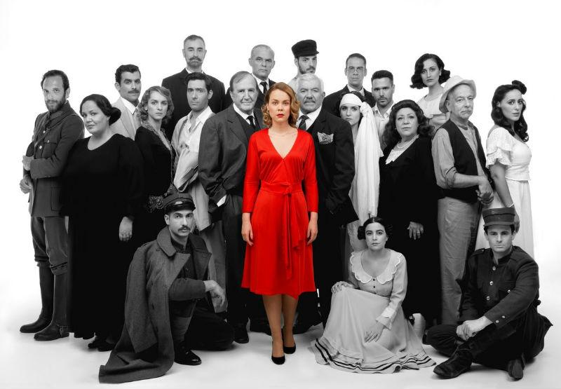 Γιατί να δεις τη παράσταση «Η δασκάλα με τα χρυσά μάτια» στο θέατρο Βέμπο