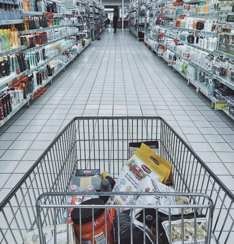 Κορωνοϊός: Τι να αγοράσετε πριν μείνετε για μέρες στο σπίτι